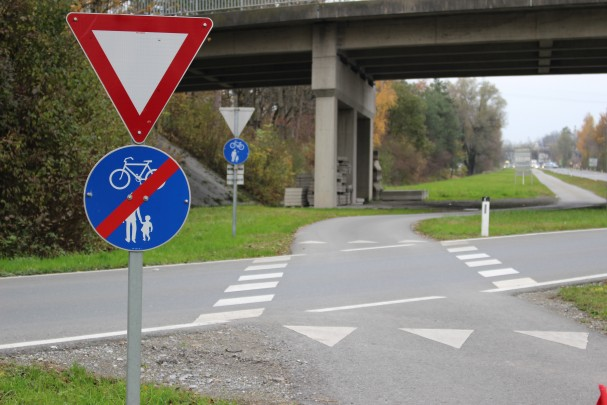 """""""Vorrang geben"""" trotz Radüberfahrt"""