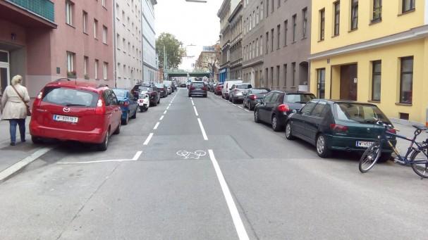 Leo-Slezak-Gasse NACHHER - bessere Querschnittsnutzung für den Fließverkehr und Fußgänger
