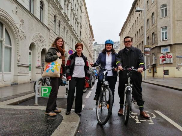 Eröffnung der neuen Hauptradroute Florianigasse mit VertreterInnen von LA21, Walk-Space, Bezirksvorsteherin und der Bezirksgruppe Radfahren in der Josefstadt