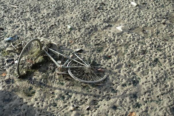 abandoned_bike_drained_canal_saint-martin_paris_23648105173.jpg