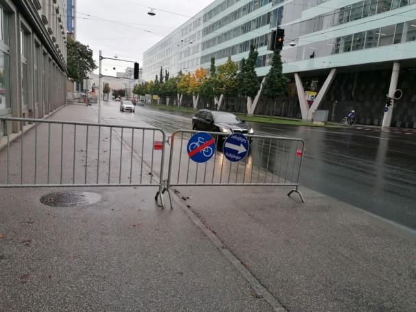 Sperre Radweg und Gehweg ohne Umleitung in der Kärntner Straße