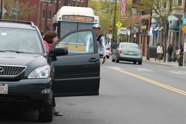 dooring_bicyclist-narrowly-avoids-car-door.jpg