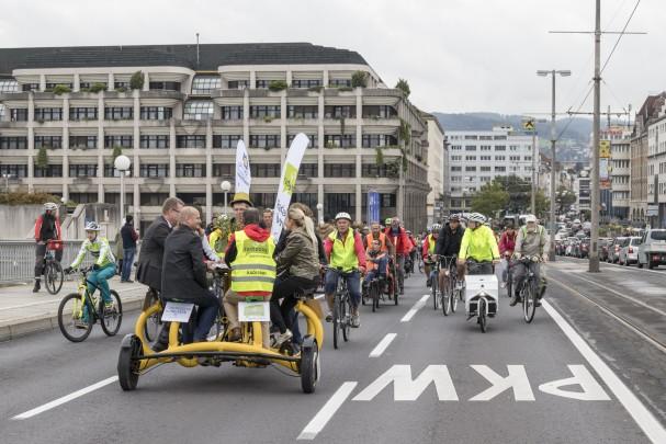 herzenberger-rad-parade-konferenzrad.jpg