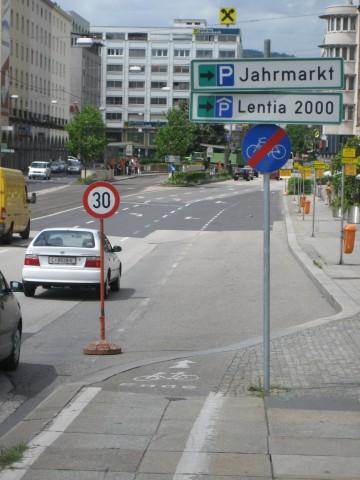 historisch_-_2007_nur_zwei_schilder_bei_radweg-ende.jpg
