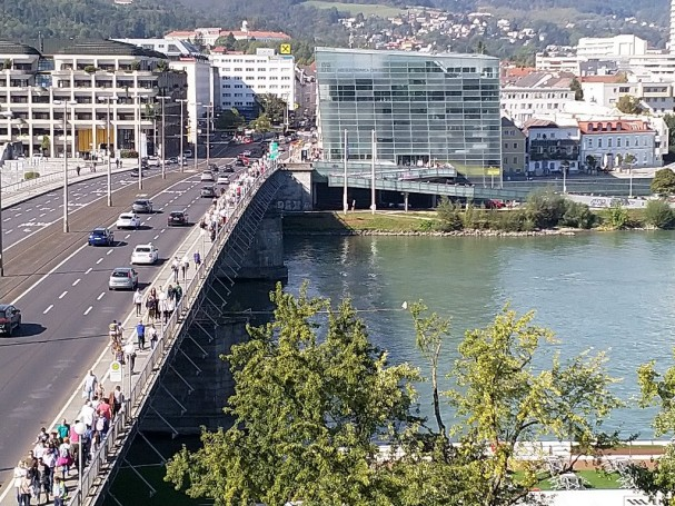 Nibelungenbrücke Fussgänger und Radfahrerverkehr