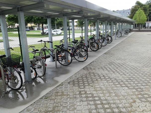 Klagenfurt_Finanzamt_Radparken.jpg