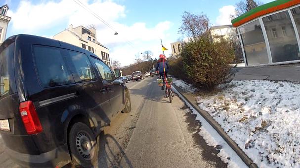 Unterwegs am Nadelöhr Krottenbachstraße - täglich eine Herausforderung als Radfahrender.
