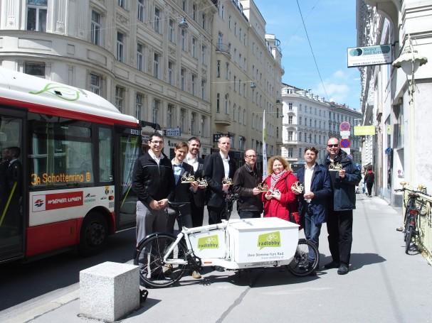 Goldene Speiche 2016 Gruppenbild Preisverleihung mit Bus
