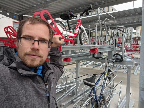 Handhabung Radabstellanlage Mühlkreisbahnhof
