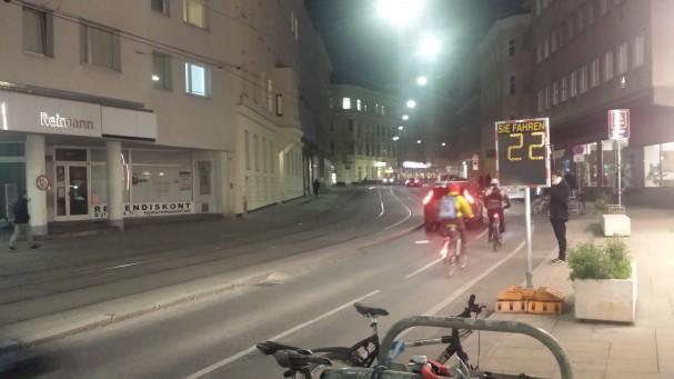 radfahrende_in_der_joergerstrasse_hernals.jpg