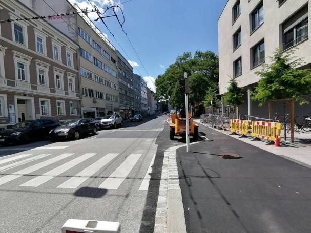 radlobby-ooe-stockhofstrasse_parkbuchten_verhindern_radwegfuehrung.jpg