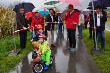 Erstbefahrung des neuen Radweges durch zwei junge Mitglieder der Radlobby Jauntal-Podjuna bei Eröffnungsfeier