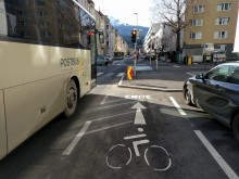 Innsbruck_Innrain_Gehsteigkante.jpeg